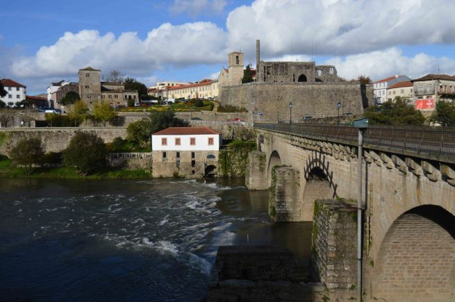bridge into barcelos